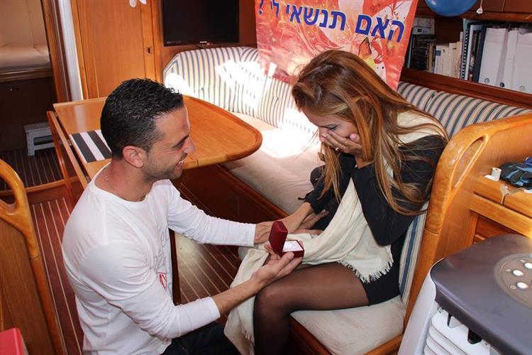 הפלגה רומנטית הצעות נישואין: Romantic sailing