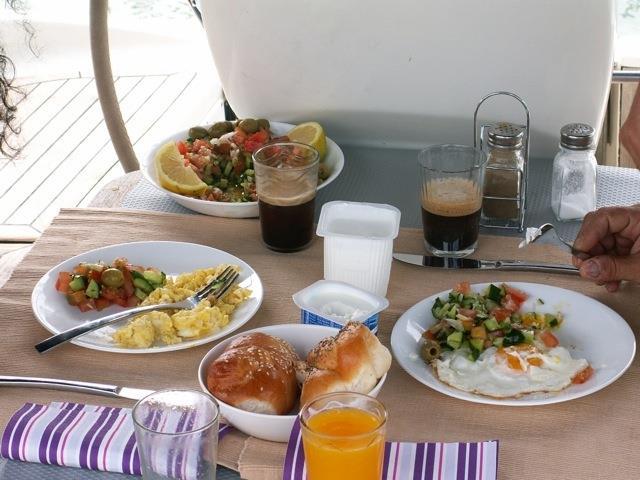 הפלגה וארוחת בוקר מפנקת
